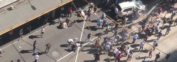 Τρόμος στη Μελβούρνη: Αυτοκίνητο έπεσε πάνω σε πεζούς -Πολλοί τραυματίες