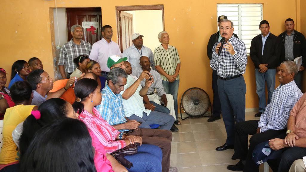 Presidente Medina promete ayuda a productores de Neiba