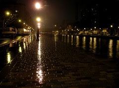 le canal sous la pluie