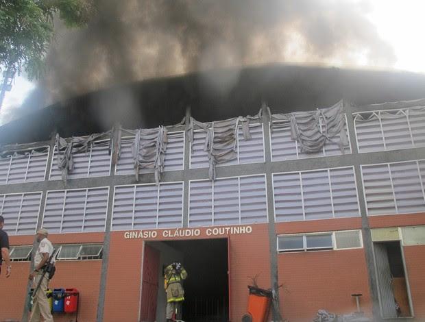 flamengo incêndio (Foto: Alexander Grünwald/Globoesporte.com)