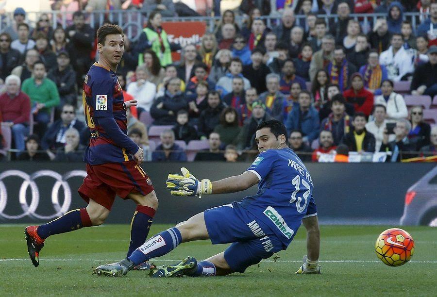 Messi marcou três dos quatro gols do jogo Foto: Albert Gea/Reuters
