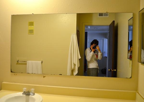 FRAMING A BATHROOM MIRROR WITH PALLETS - Rachel Schultz