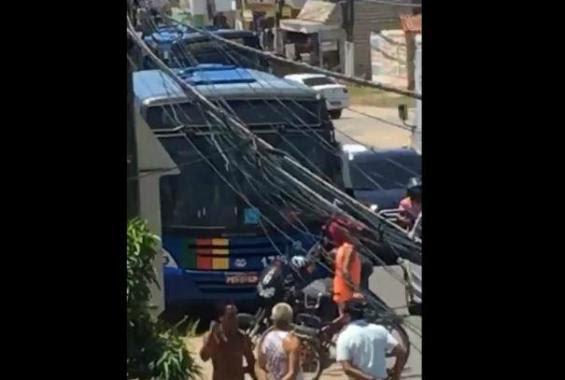 Após tentativa de assalto a ônibus, suspeito é espancado em Paulista