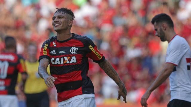 Guerrero comemora gol do Flamengo na vitória sobre o São Paulo