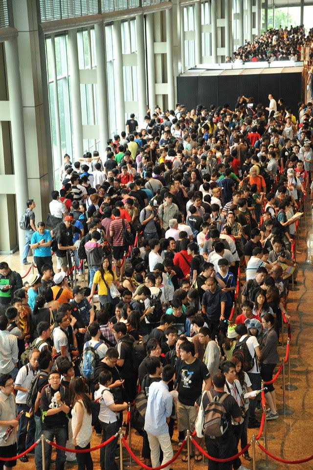 Crowd at STGCC 2011 (hi-res)