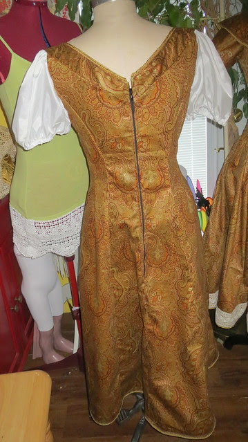 leisel's dress back