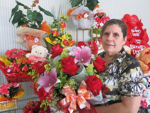 Maria Cecília resolveu unir tradição e tecnologia em sua floricultura (Foto: Mariane Rossi/G1)