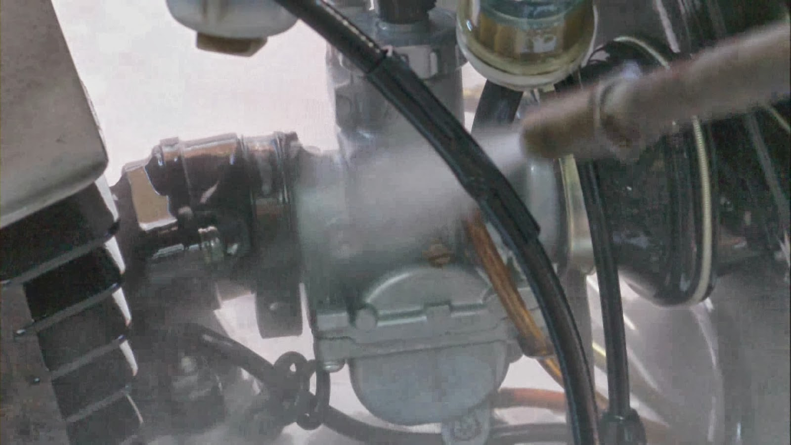 Suzuki AX Pasi N Por T Mikuni Limpieza Exterior