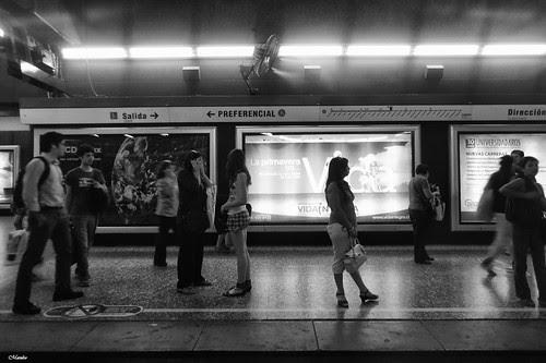De esos días calurosos en el metro by Alejandro Bonilla