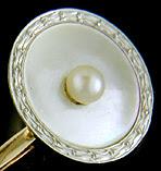 Carrington pearl and platinum cufflinks. (J9160)