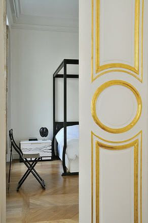 I think the circle motif on a door is so interesting and classic