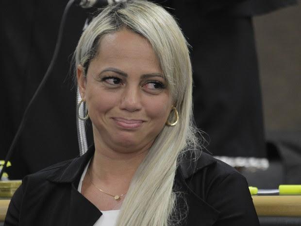 Adriana Ferreira Almeida, viúva de René Sena, milionário da Mega Sena, durante julgamento no Fórum de Rio Bonito, na Região Metropolitana do Rio de Janeiro (Foto: Severino Silva/Agência O Dia/Estadão Conteúdo)