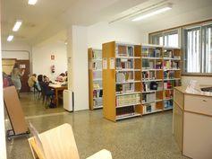 BIBLIOTECA DE FARMACIA, en el Campus de Anchieta. Parte del mostrador y sala de lectura.  Síguenos en la web y en nuestro blog: http://www.bbtk.ull.es/view/institucional/bbtk/Farmacia/es http://bibliotecadefarmaciaull.blogspot.com.es/ #bbtkfarm