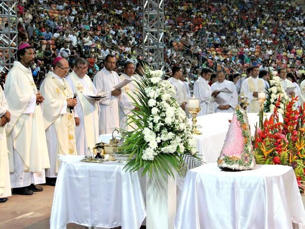 Missa foi celebrada na Arena da Amazônia (Foto: Suelen Gonçalves/G1 AM)