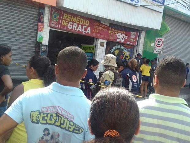 Incêndio em farmácia em Camaçari (Foto: Patrícia Mansur)