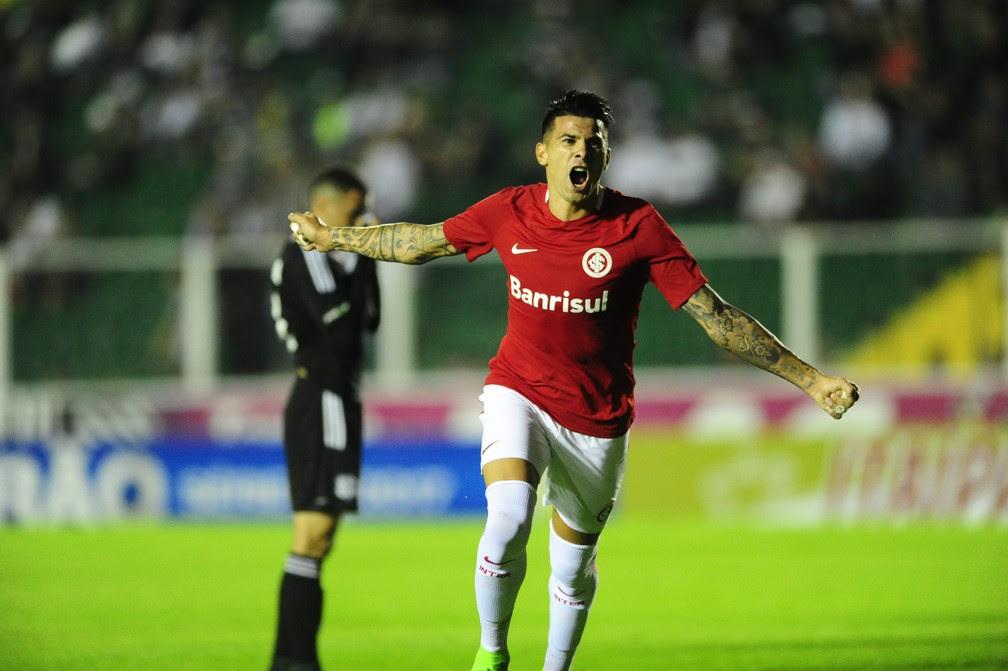 Cuesta marcou o primeiro diante do Figueirense  (Foto: Ricardo Duarte / Inter, DVG)
