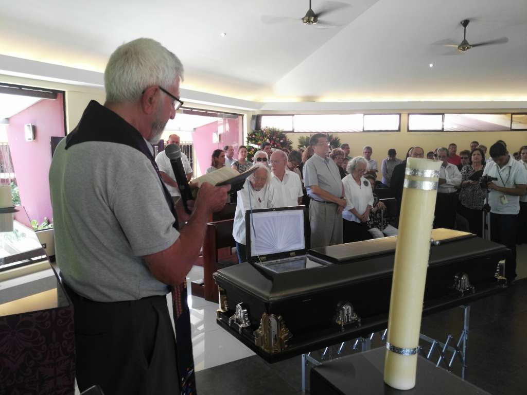 La misa al padre Cardenal se realizó en la Capilla de la Universidad Centroamericana. LA PRENSA/L. Navas