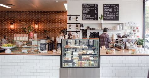 A Bright and Breezy Suburban Eatery Moves into Kent Town