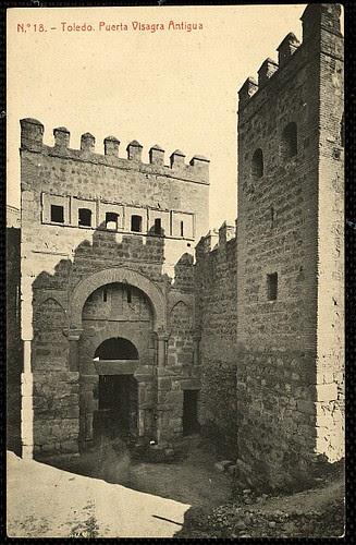 Puerta vieja de Bisagra o de Alfonso VI (Toledo) tras su restauración. Principios del siglo XX. Fototipia Thomas, 1910