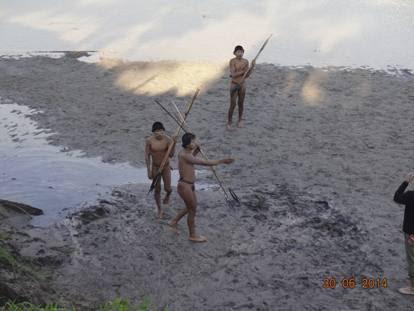 Amazzonia, primo contatto con gli indigeni rimasti isolati dal mondo