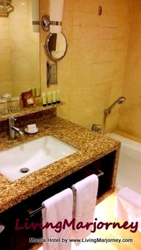 Manila Hotel Bathroom
