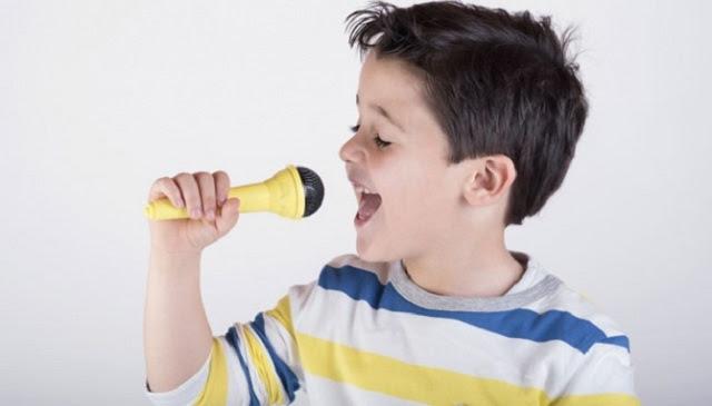 Menghibur anak secara umum dilakukan beberapa orangtua lewat Dapatkah Bung Menghibur dan Mendidik Anak, Tanpa Embel-embel Smartphone di Tangan?