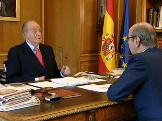 El Rey, despachando con Rafael Spottorno, el jefe de su Casa. | TVE