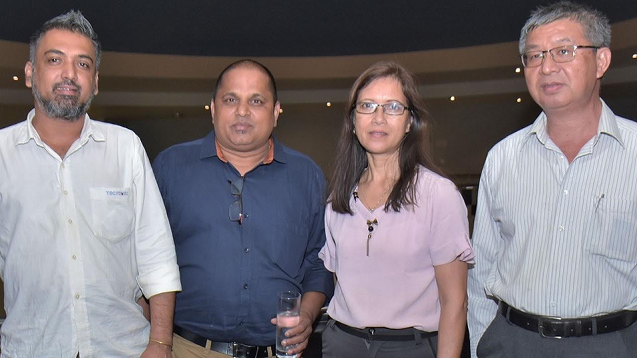 Rattan Custnea et Giri Achary, Assistant Sales Manager de Tectonic, et Jean-Noel et Sheila Li, directeurs de Happy Wood.
