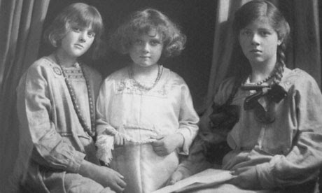 From left: Daphne, Jeanne and Angela du Maurier in 1917