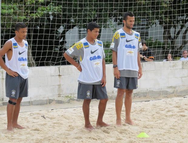 Benjamin, Datinha e Bruno Xavier no treino da seleção brasileira de futebol de areia (Foto: Igor Christ / Globoesporte.com)