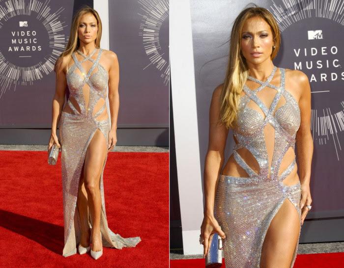 Серебристое платье из пайеток для красной дорожки MTV Music Awards в 2014 году.