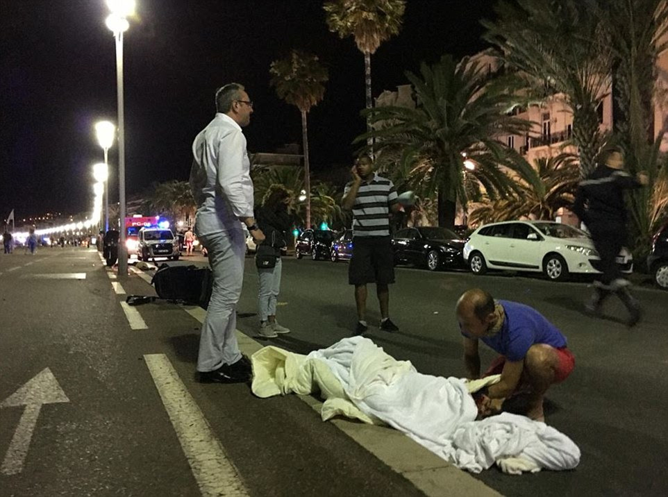Pelo menos 70 pessoas foram mortas durante um ataque Dia da Bastilha terrível em Nice, sul da França