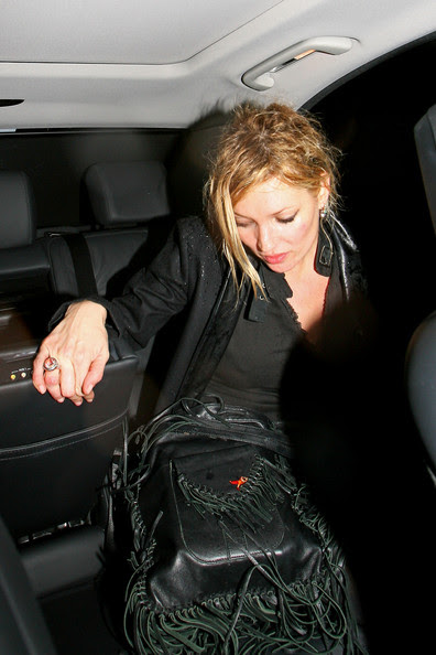http://www1.pictures.zimbio.com/pc/Kate+Moss+wet+fashion+model+seen+leaving+PlayStation+0pD1ePETTECl.jpg