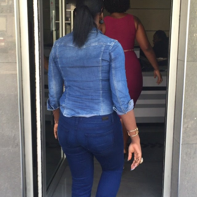 Tiwa Savage Flaunts Sexy Body In Denim On Denim Outfit(photos