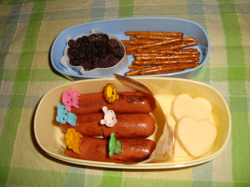 Hot dog,pretzels 10-18-2010 by Rina Ameriasianbento
