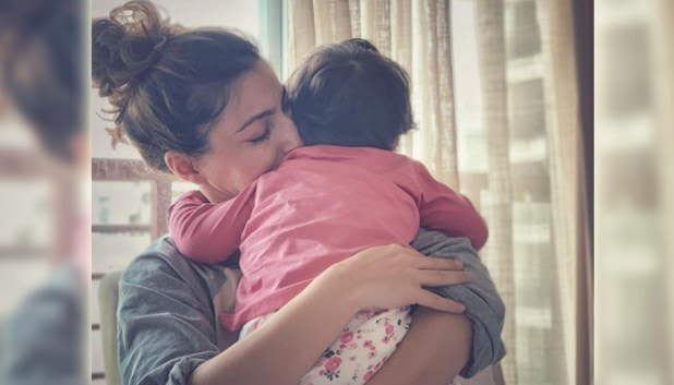 Soha got her 1st birthday gift by her cute daughter Inaaya and its really precious