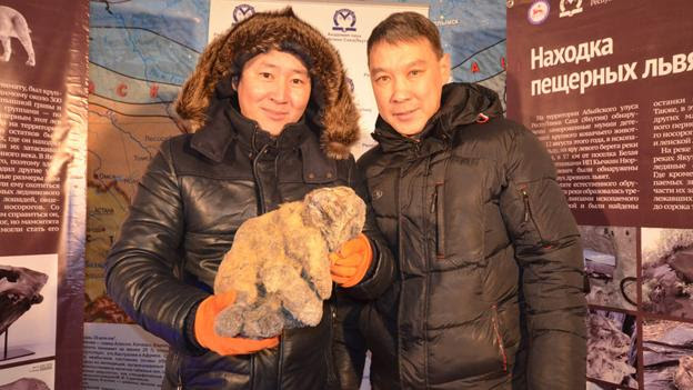 Yakov Androsov (R) (Credit: Academy of Sciences of the Republic of Sakha (Yakutia))