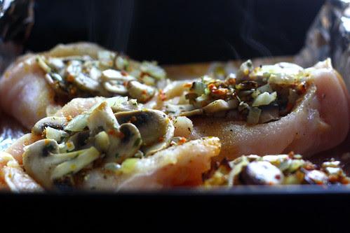 Filety z kurczaka z pieczarkami zapiekane z serem