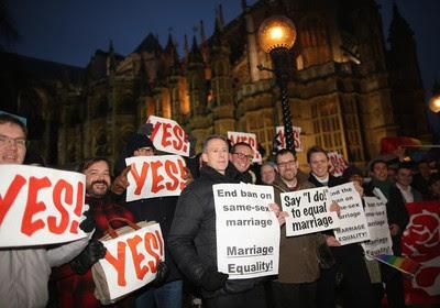 Britânicos protestaram, em frente ao Parlamento, pela aprovação da lei sobre casamento gay (Foto: Dan Kitwood/Arquivo/Getty Images)