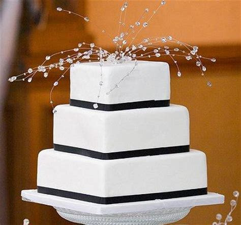 Pictures of Black and White Wedding Cakes [Slideshow]