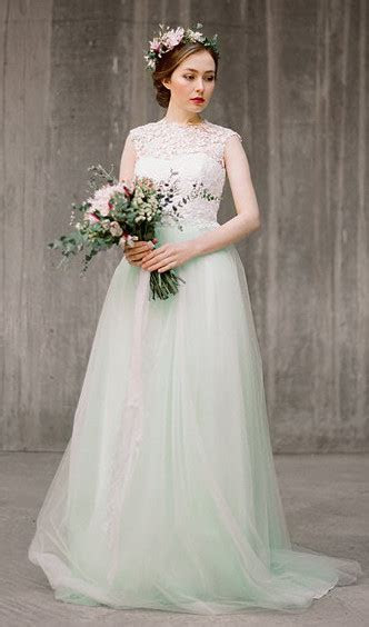 7 Non?White Wedding Dresses For Colorful Brides   Tying