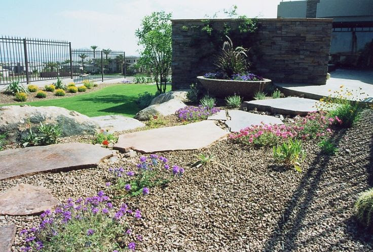 Small fenced backyard landscaping ideas