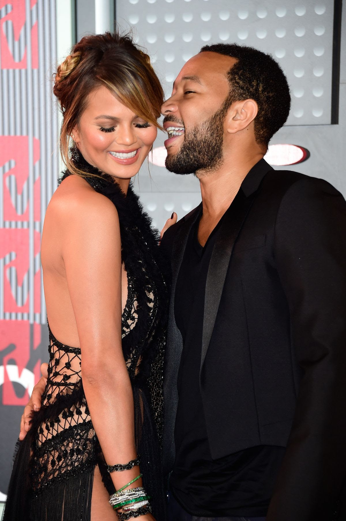 http://www.celebzz.com/wp-content/uploads/2015/08/chrissy-teigen-at-2015-mtv-video-music-awards_7.jpg