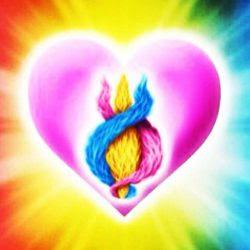 la Llama Rosa representa el Amor Divino. La Llama Dorada (en el centro) representa la Sabiduría Divina. La Llama Azul representa el Poder de Dios. Al Balance Perfecto de estas tres Cualidades Divinas con frecuencia se le conoce como el Poder del Tres veces Tres, o como la Santa Llama Crística