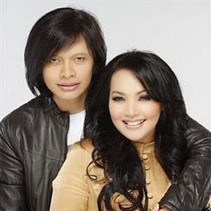 Lirik Armand Maulana feat. Dewi Gita – Seperti Legenda