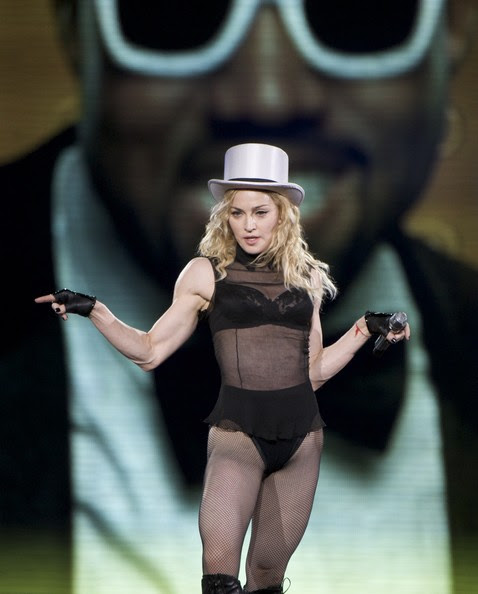 http://www3.pictures.stylebistro.com/gi/Madonna+Performs+In+Madrid+QudYkfxF7kMl.jpg