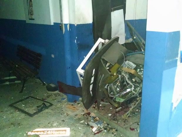 Caixa eletrônico ficava dentro de fábrica de pincéis (Foto: Blog de Castro)