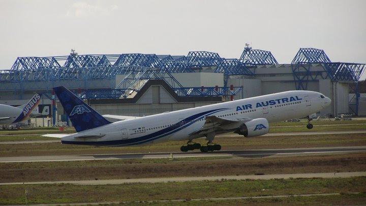 Air Austral Boeing 777-200