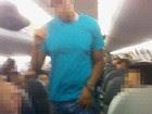 Passageiro suspeito é retirado de voo (Arquivo pessoal)