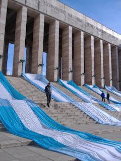 Banderas argentinas desplegadas